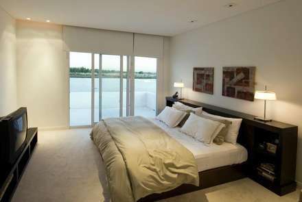 Mastersuite: Dormitorios de estilo moderno por CIBA ARQUITECTURA