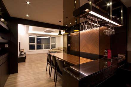 전주인테리어 디자인투플라이 프로젝트 - 고급스러운 다이닝 공간 활용: 디자인투플라이의  다이닝 룸