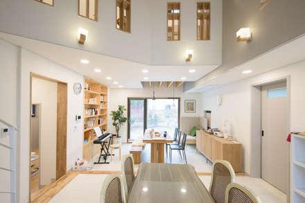 거실: 건축사사무소 재귀당의  거실