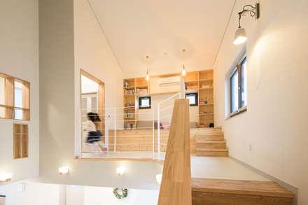 2층 가족실: 건축사사무소 재귀당의  복도 & 현관