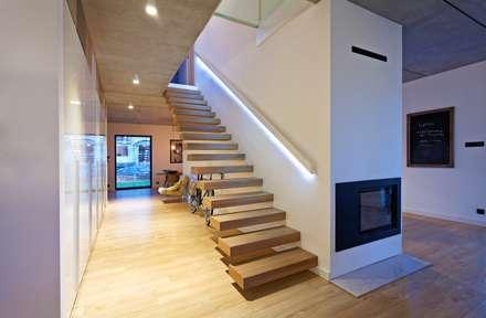 flur, diele und treppenhau: einrichtung, ideen und bilder   homify - Treppen Wand Gestalten