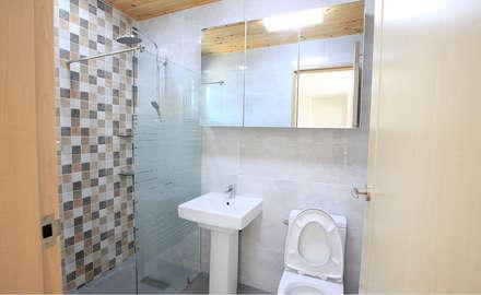 깔끔한 외관과 멋스러운 모임 지붕의 클래식 스타일[경기 용인]: 지성하우징의  화장실