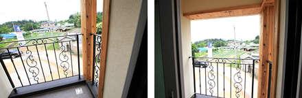깔끔한 외관과 멋스러운 모임 지붕의 클래식 스타일[경기 용인]: 지성하우징의  베란다