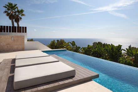Roca Llisa: modern Pool by ARRCC
