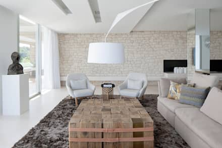 Roca Llisa: modern Living room by ARRCC