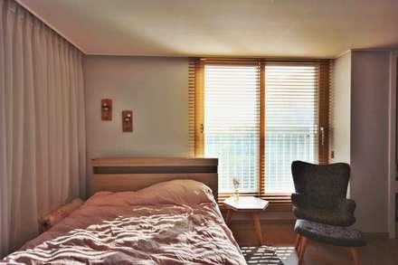[홈라떼] 동탄 34평 새아파트 홈스타일링 -침실: homelatte의  침실