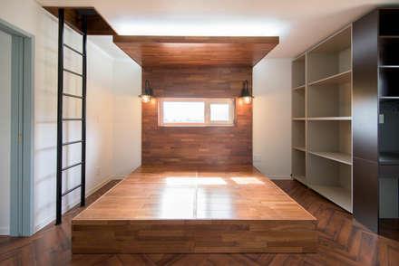 2층 침실: 건축사사무소 재귀당의  침실