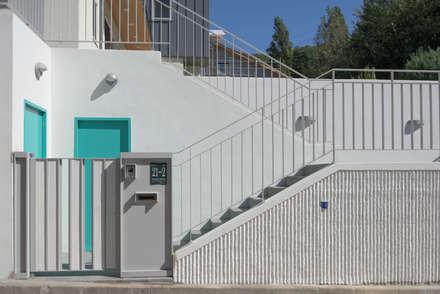 외부전경4(출입계단): 건축사사무소 재귀당의  주택