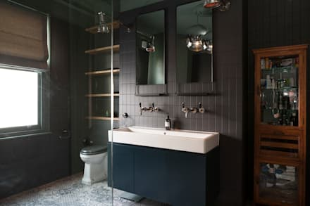 Balham House: eclectic Bathroom by Blankstone