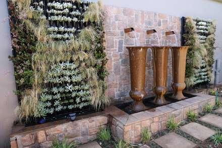 Middelberg: mediterranean Garden by Modiwall Vertical Gardens