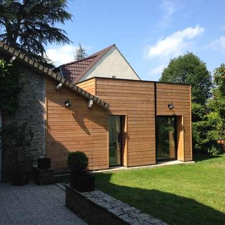 EXTENSION EN BOIS: Maisons de style de style Moderne par Eric Rechsteiner