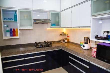 Residence at Poonam heights Goregaon west: modern Kitchen by Nikneh Design studio