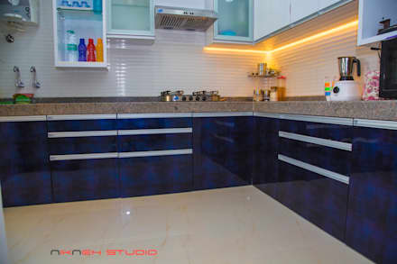 Residence at Poonam heights Goregaon west: modern Kitchen by Nikneh Design studio