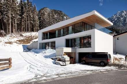 EINFAMILIENHAUS HND: moderne Häuser von BESTO ZT GMBH_ Architekt DI Bernhard Stoehr