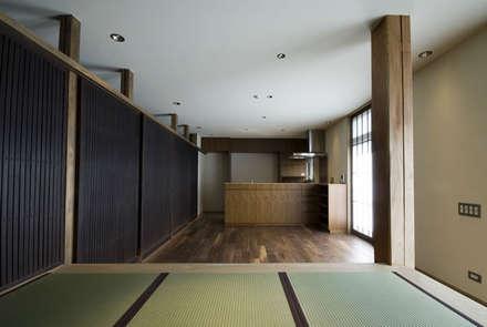 想蔵のリビングダイニング: 森村厚建築設計事務所が手掛けたリビングです。