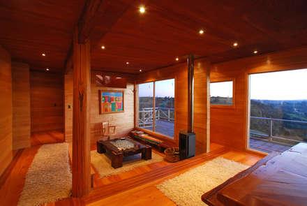 Casa Muelle: Livings de estilo rural por Jonás Retamal Arquitectos