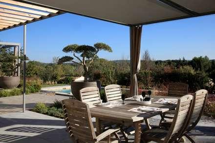 //Aix en provence//Jardin Déco: Jardin de style de style Moderne par CONCEPTUELLES PAYSAGE ET DECORATION