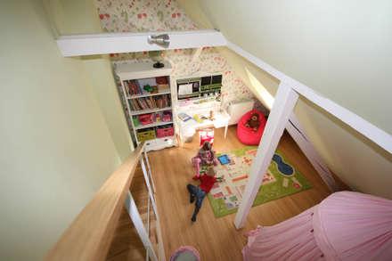 : classic Nursery/kid's room by Boldt Innenausbau GmbH - Tischlerei & Raumkonzepte