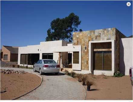 Vista general: Casas de estilo mediterraneo por Vinci studio