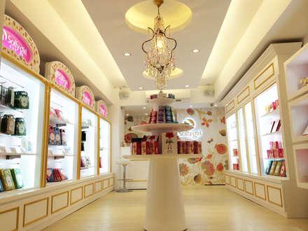 北市 東區 Mask Shop:  購物中心 by 双設計建築室內總研所