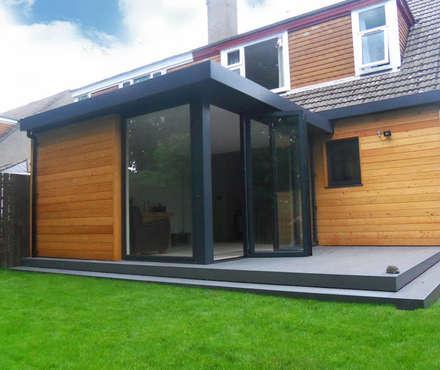 Dab Den Extension: modern Houses by Dab Den Ltd