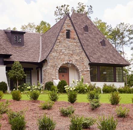 Brick and Stone Cottage : country Houses by Christopher Architecture & Interiors