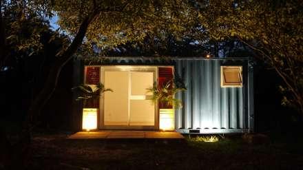 Fachada: Casas ecléticas por Casa Container Marilia - Arquitetura em Container
