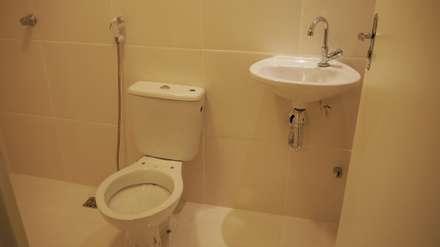 Banheiro: Banheiros ecléticos por Casa Container Marilia - Arquitetura em Container