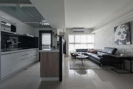 照明設計:  廚房 by 你你空間設計