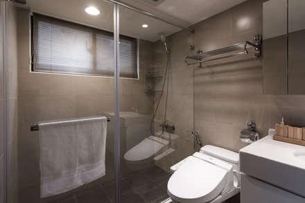 主浴:  浴室 by 你你空間設計