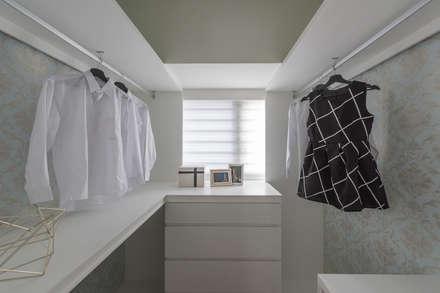 Closets de estilo escandinavo por 你你空間設計
