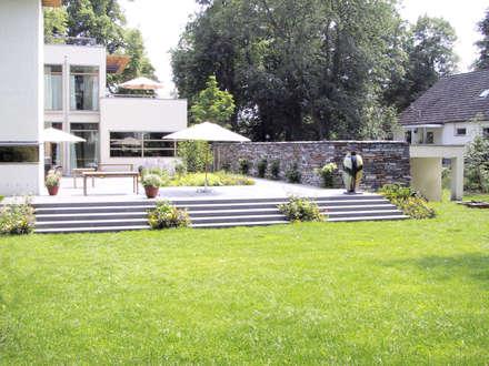Norwegische Residenz, Berlin : skandinavischer Garten von ST raum a. Gesellschaft von Landschaftsarchitekten mbH