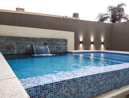 REFORMA : Piletas de estilo moderno por D'ODORICO OFICINA DE ARQUITECTURA