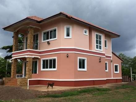 modern Houses by หจก.เครือรุ่งโรจ