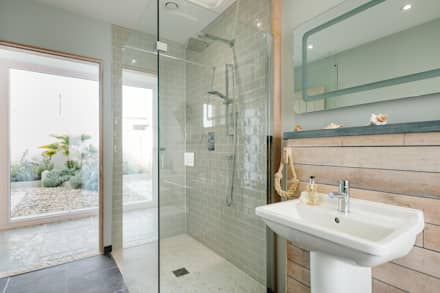 Treasure House : rustic Bathroom by Perfect Stays