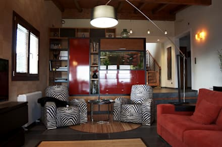 VIVIENDA UNIFAMILIAR EN SADA: Salones de estilo colonial de Intra Arquitectos