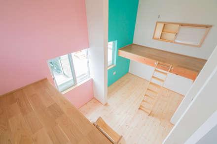 公園前の2世帯の住まい: m+h建築設計スタジオが手掛けた子供部屋です。
