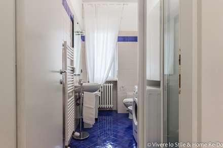 Baños de estilo moderno por Vivere lo Stile
