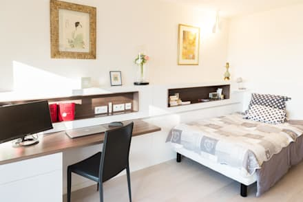 Un appartement moderne entre blanc et bois : Chambre de style de style Moderne par ATELIER FB