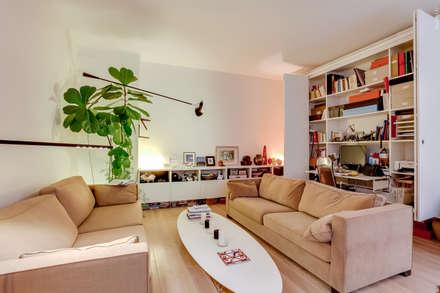 Un Appartement d'Ecrivain : Salon de style de style Moderne par ATELIER FB