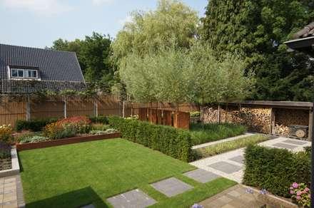moderner Garten von GroenerGras Hoveniers