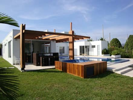 modern Pool by Mdesign