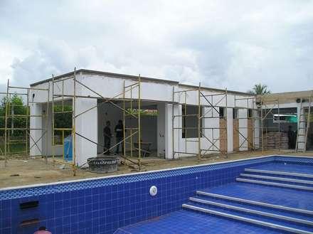 casa moderna chinauta: Piscinas de estilo moderno por Mdesign