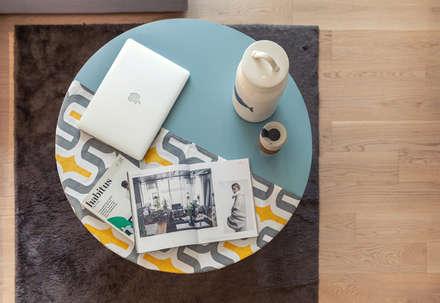 : minimalistic Living room by arctitudesign