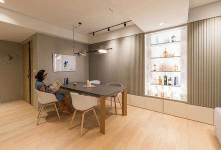 : minimalistic Dining room by arctitudesign