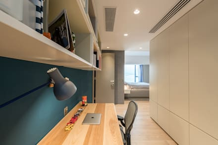 : minimalistic Study/office by arctitudesign