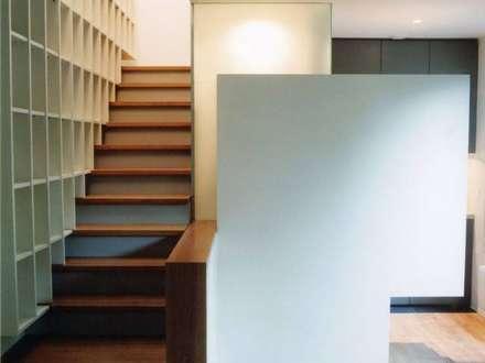 Espace réduit : Cuisine de style de style Moderne par MKL