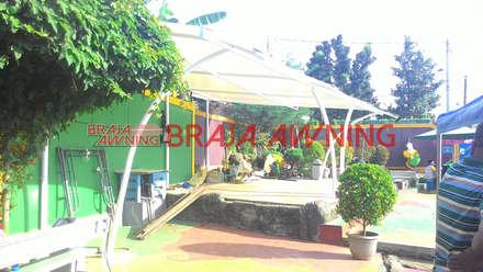 Tenda Membrane kolam renang:  Taman by Braja Awning