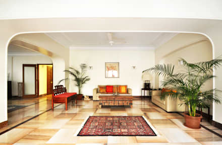 colonial Living room by Dhruva Samal & Associates