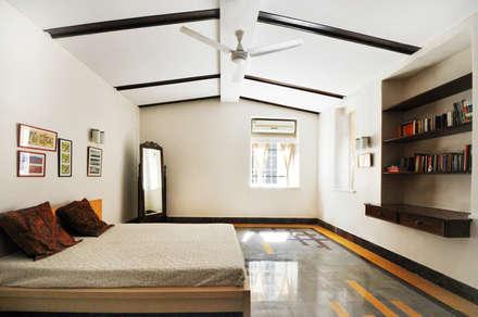 : colonial Bedroom by Dhruva Samal & Associates